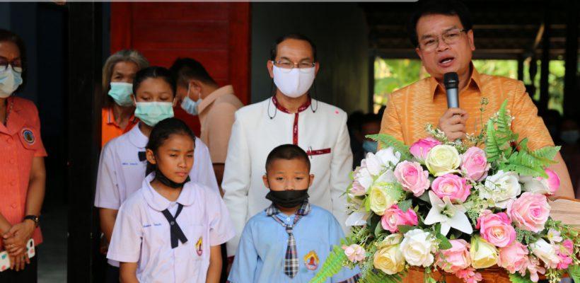 สพป.กาญจนบุรี เขต 2 มอบบ้านหลังที่ 1 (ครอบครัวโคกแก้ว) โครงการ สร้างบ้าน เติมบุญ กองทุนวันละบาท สพป.กาญจนบุรี เขต 2