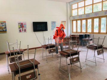 """โรงเรียนบ้านวังไผ่ """"ฉีดยาฆ่าเชื้อ"""" เตรียมความพร้อมเปิดภาคเรียนที่ 1 ปีการศึกษา 2564"""
