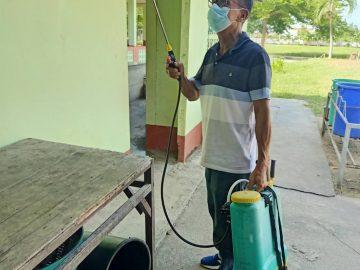 โรงเรียนบ้านบ่อระแหง ทำความสะอาด-ฉีดพ่นยาฆ่าเชื้อในช่วงการแพร่ระบาดของโรค Covid-19 เตรียมพร้อมเปิดโรงเรียน