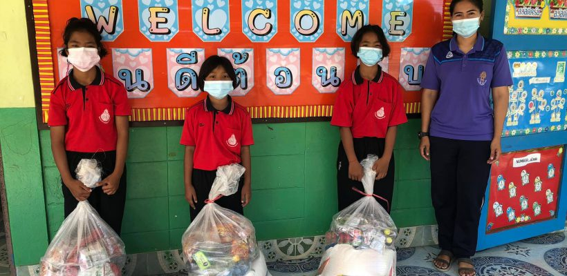 โรงเรียนบ้านหนองเจริญสุข รับของบริจาคของจากวัดเขาตะแบง
