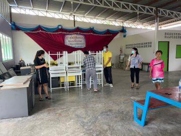 โรงเรียนวัดทรงคนอง จ.นครปฐม  บริจาคชุดโต๊ะและเก้าอี้นักเรียนให้กับโรงเรียนบ้านห้วยลึก